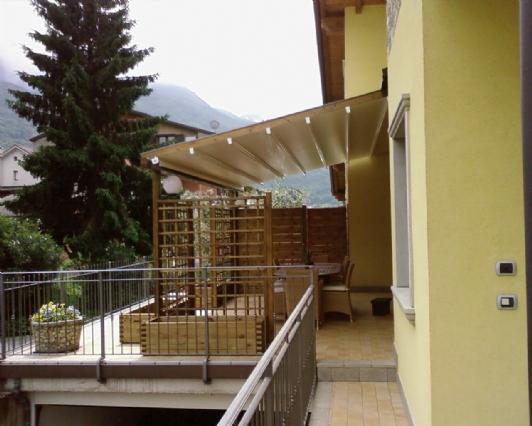 Tende Per Esterni Scorrevoli : Vendita pergolati in legno e alluminio per esterni con tende
