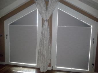 Tende Per Finestra Grande : Realizzazione di plisse per finestre trapezoidali a brescia e provincia